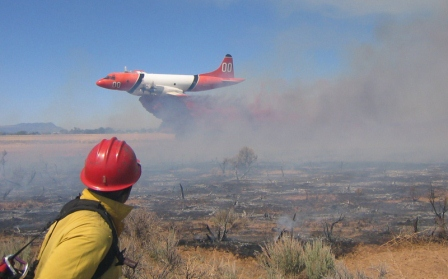 P-3 Orion drops on a fire in Utah