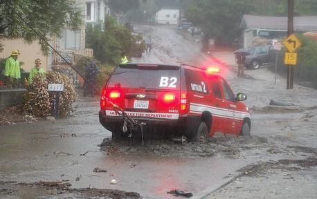 LAFD_B2_being_towed