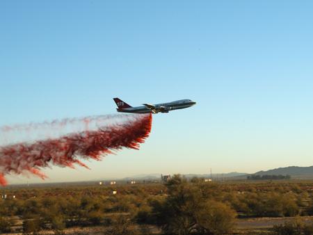 747 air tanker dropping