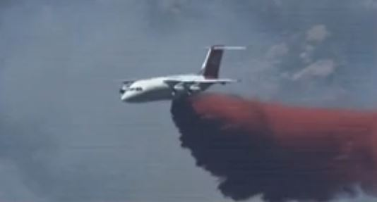 BAe-146 dropping on Doce Fire