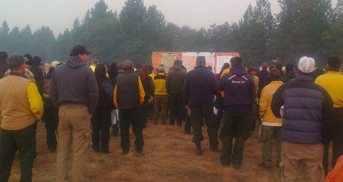 Morning briefing at Big Windy Complex, August 3, 2013