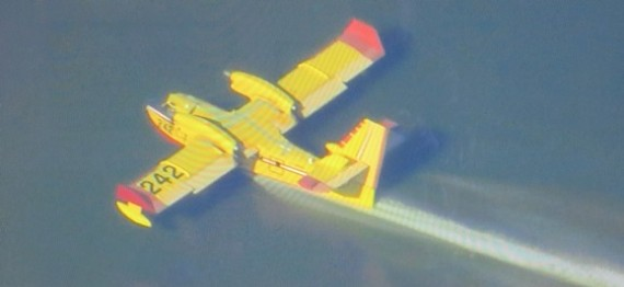 Air Tanker 242, scooping, on Colby Fire, capture from FOX 11