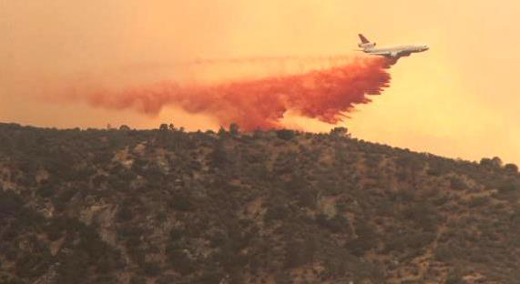 DC-10 dropping on Shirley Fire