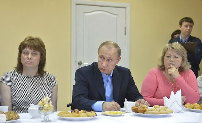 Putin meets with residents
