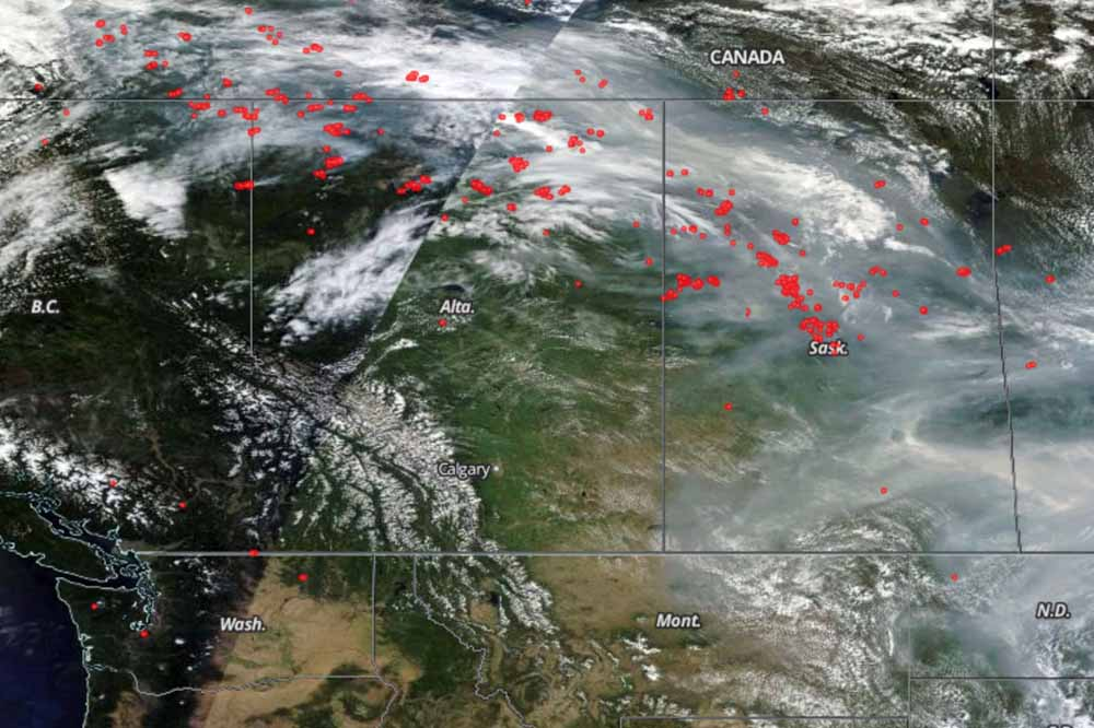 Satellite view, smoke Canada fires