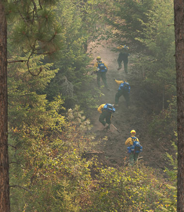 soldiers fighting wildfires
