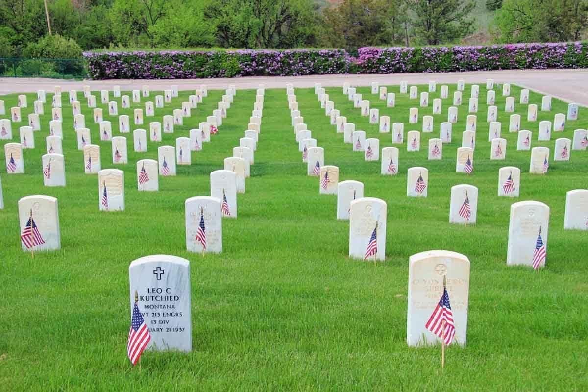 VA cemetery Memorial Day