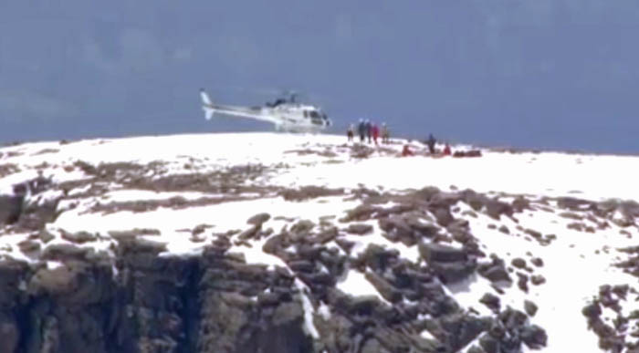 Helicopter rescue hikers