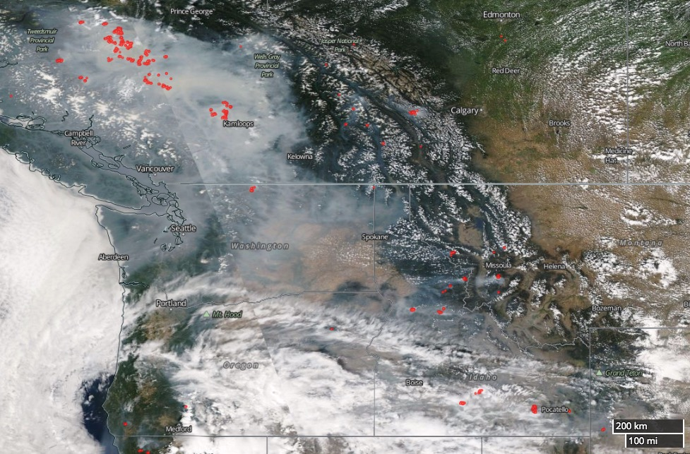 Maps of wildfires and smoke in the U.S. Northwest and British Columbia