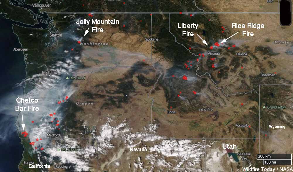 Satellite photo, wildfires in northwest US