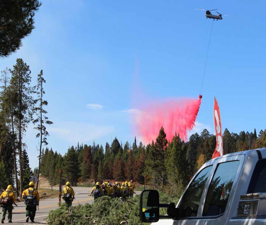 helicopter drops retardant Roosevelt Fire