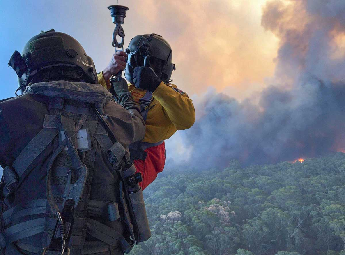 military bushfires helicopter rappell