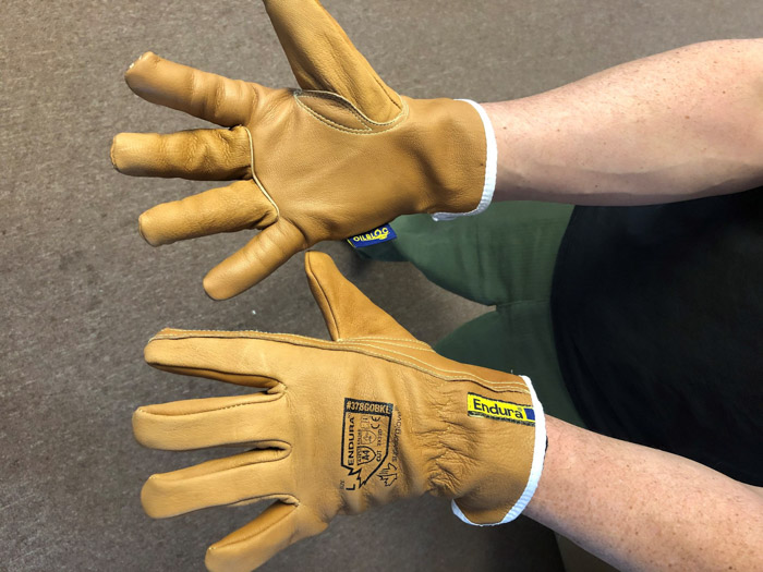 Oil resistant gloves