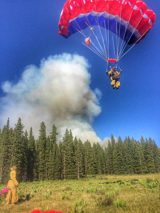 Smokejumpers attack wildfire