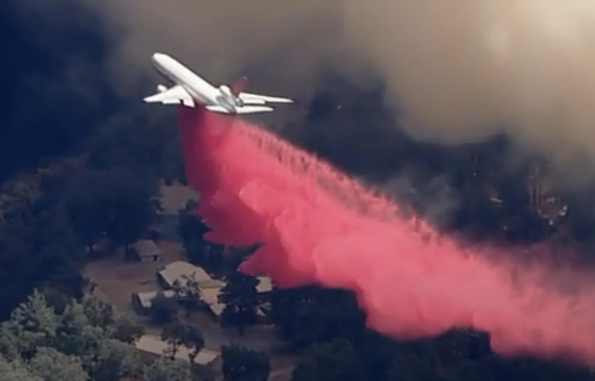 Apple Fire, DC-10 dropping near the Oak Glen Conservation Camp