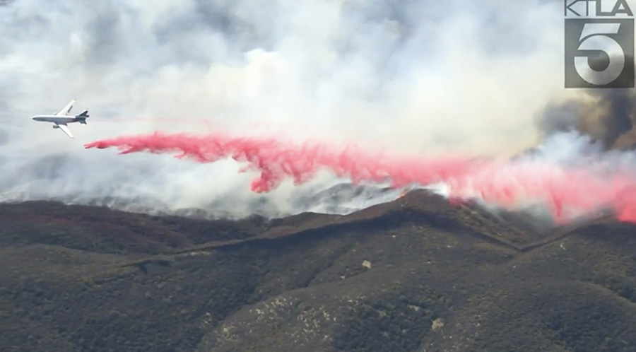 DC-10 drops on the Emigrant Fire